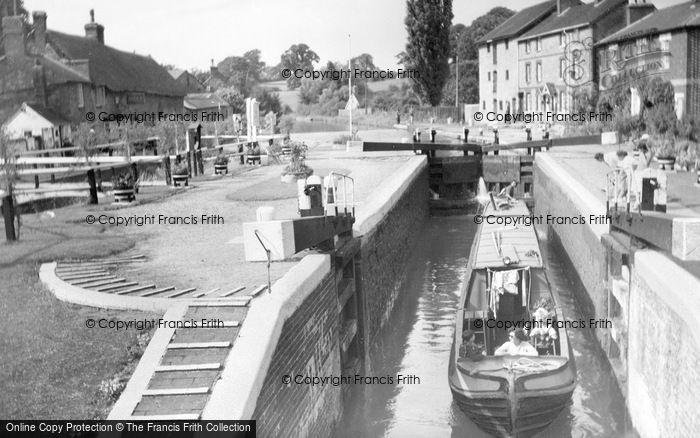 Stoke Bruerne photo