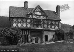 Castle Gatehouse 1910, Stokesay