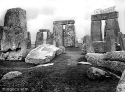 Stonehenge, Detached Trilithons 1928
