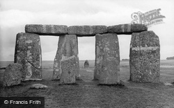 Stonehenge, Showing The Hele Stone 1928