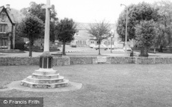 Stonehouse, War Memorial And Globe Inn c.1960