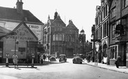 Stourbridge, High Street and Public Library c1950