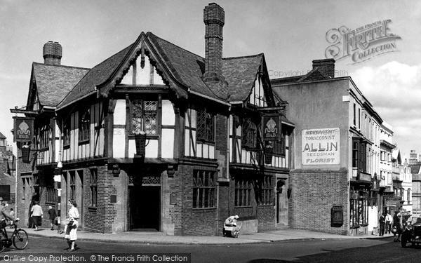 Stourbridge, The Mitre Inn c1950