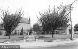 Stourport-on-Severn, The Libray And Gardens c.1965