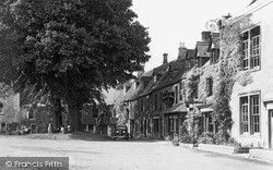Stow-on-The-Wold, The Green c.1955