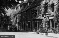 Stow-on-The-Wold, The Old Red Lion c.1955