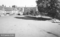 Stow-on-The-Wold, The Square c.1960