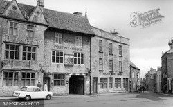Stow-on-The-Wold, The Square c.1965