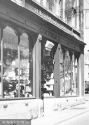 Stow-on-The-Wold, The Stowe Gift Shop c.1955