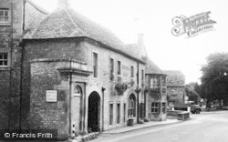 Stow-on-The-Wold, Unicorn Hotel c.1955