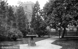 Stratford-Upon-Avon, Mulberry Tree And Guild Chapel 1892