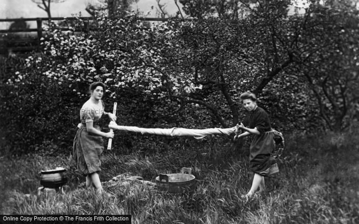 Strathpeffer, Highland Girls wringing the washing c1890