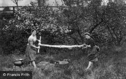 Strathpeffer, Highland Girls Wringing The Washing c.1890