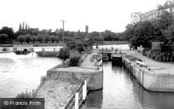 Streatley, The Lock And Weir c.1955