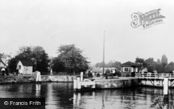 Sunbury, The Lock c.1955