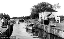 Sunbury, The Lock c.1960