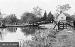 Triggs Lock c.1960, Sutton Green