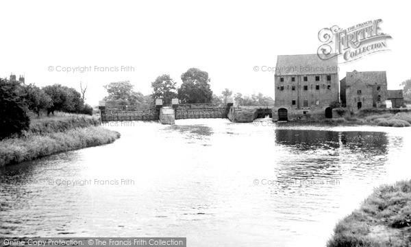 Photo of Sutton Upon Derwent, Elvington Sluice And Weir c.1960