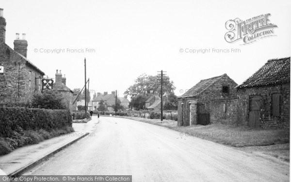 Photo of Sutton Upon Derwent, The Cross Keys c.1960