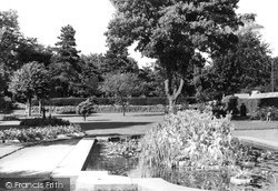 Swindon, Goldfish Pond, Town Gardens 1948