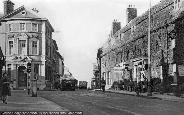 Swindon, High Street and Goddard Arms c1950