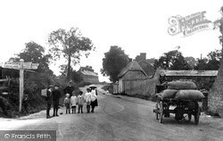 Swindon, Lower Stratton, Highworth Road 1913