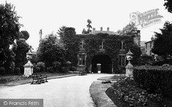 Tamworth, Castle Grounds And Entrance c.1955