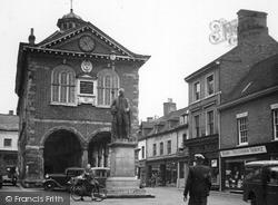 Tamworth, The Town Hall c.1955
