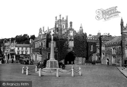 Tavistock, The Memorial And Guildhall Square 1934