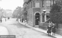 Tenbury Wells, Girls By The Bridge Hotel 1898
