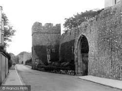 Tenby, Old Town Wall c.1925