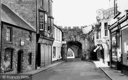 Tenby, Ye Olde Gifte Shoppe c.1965