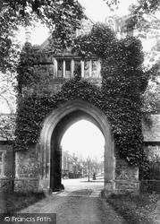 Tenterden, Heronden Gateway 1903