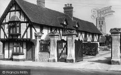 Thame, Entrance To Old Grammar School c.1950