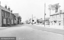 Thame, Park Street And The Four Horseshoes c.1960