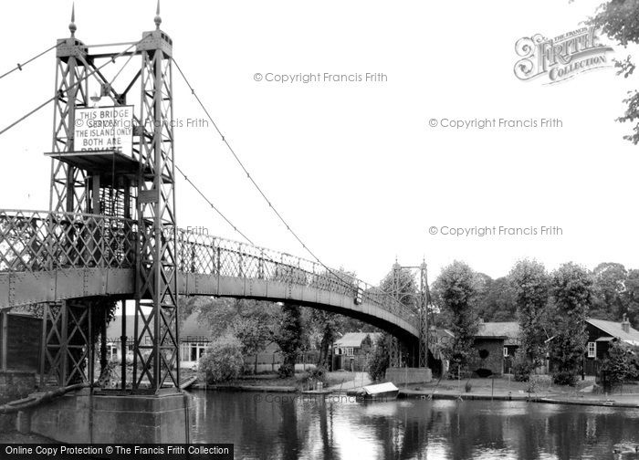 Thames Ditton, the Bridge, c.1960 Reproduced courtesy of The Francis Frith Collection
