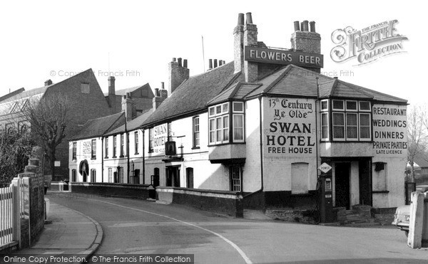 Thames Ditton, the Swan Hotel c1955