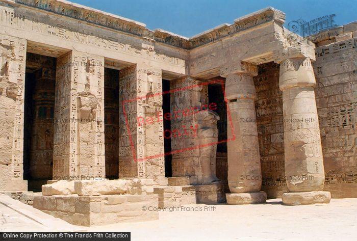 Photo of Thebes, Medinet Habu 2004
