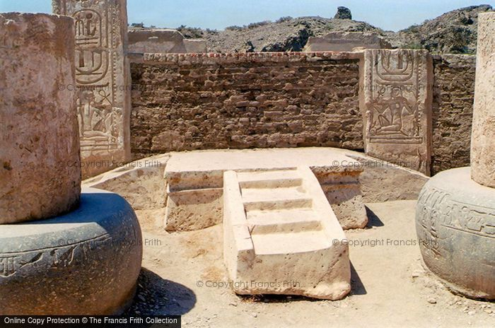 Photo of Thebes, Throne Dais Of Rameses III, Medinet Habu 2004