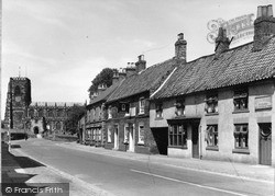 Thirsk, Kirkgate And St Mary's Church c.1950