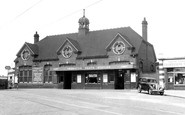 Thornton Heath, the Station c1947