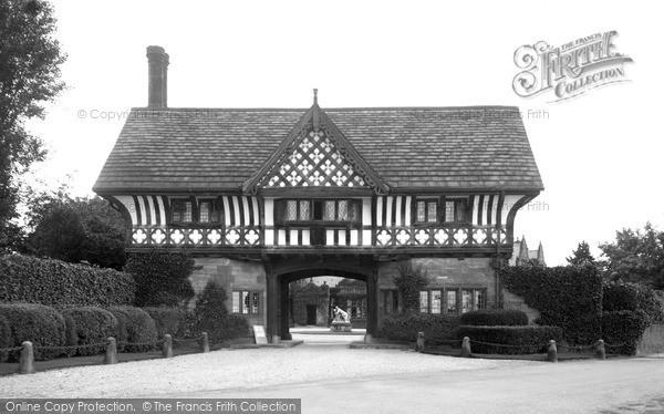 Thornton Hough, Entrance To Thornton Manor c.1950