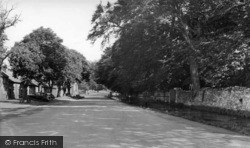 Thornton-Le-Dale, Chestnut Avenue And Stream c.1955