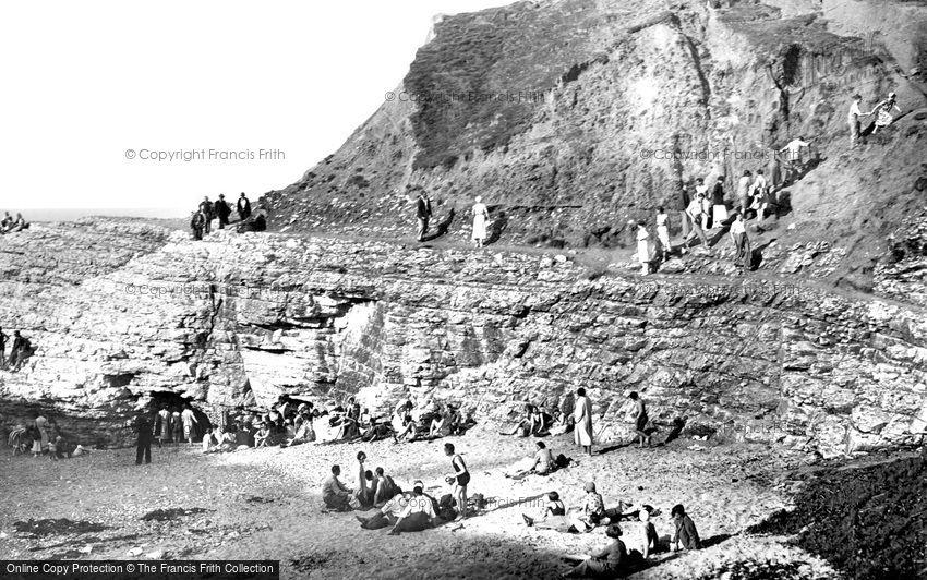 Thornwick Bay, the Rocks c1939