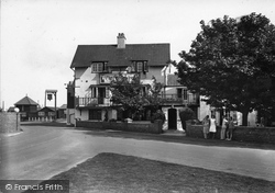 Thorpeness, Almshouses And The Dolphin Inn 1929