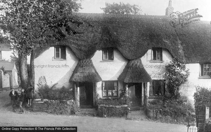 Thurlestone, Beehive Cottages c.1939