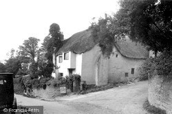 Thatched Cottage c.1939, Thurlestone