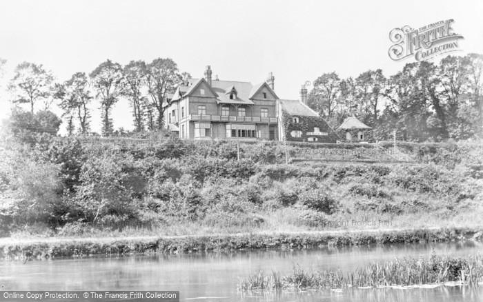 Photo of Tilehurst, The Roebuck Inn c.1900