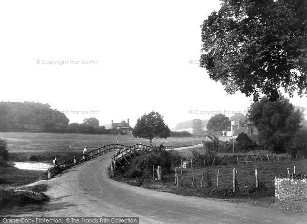 Tilford, the Green and Bridge 1932