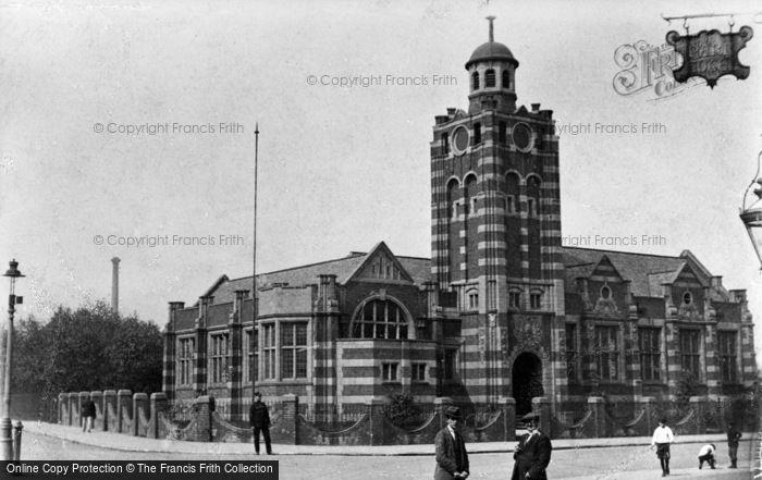 Photo of Tipton, Public Library, Victoria Road c.1910